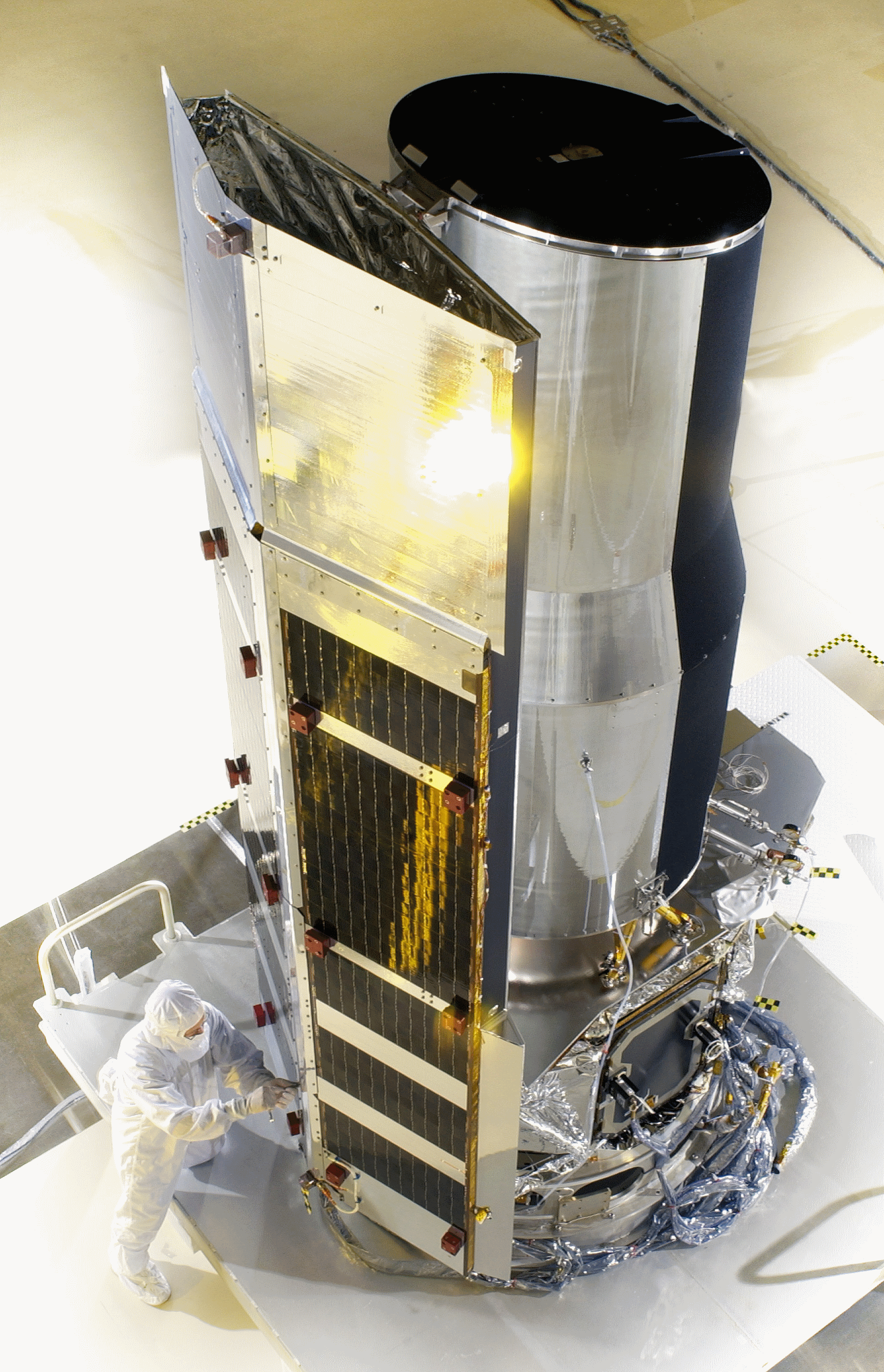 The Spitzer Space Telescope pre-launch. NASA -JPL - CALTECH