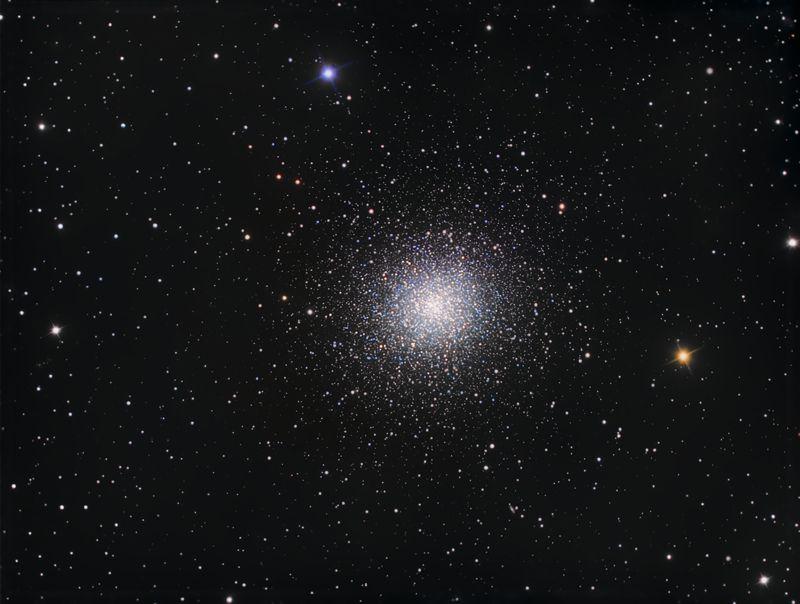 Hercules Cluster by Ezequiel E.