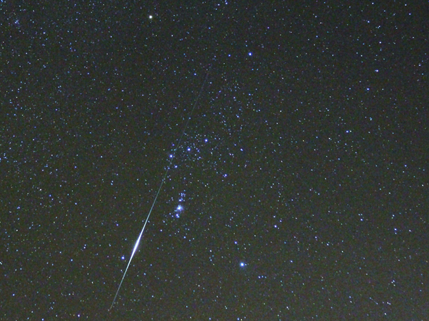 Orionid Meteor as seen from York Beach, Maine. Credit: Merle L.